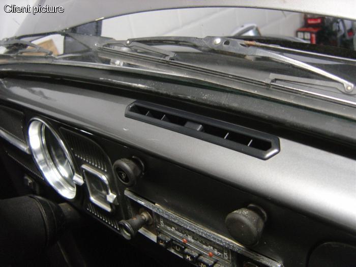 Mřížka palubní desky bez krytu/ventilace středová - Typ 1 (1964 »)